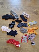 Отдается в дар носочки, перчатки и варежки для малышей