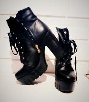 Отдается в дар Ботинки на каблуках