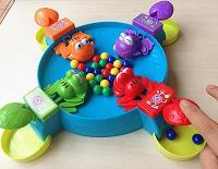 Отдается в дар Игра для деток «Голодные лягушки» б/у