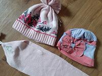 Отдается в дар Шапки и шарфик для девочки