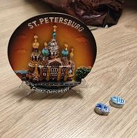 Отдается в дар Маленькая сувенирная тарелка Санкт-Петербург и два скоробея из Египта