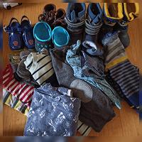 Отдается в дар Одежда и обувь мальчику на 3-4 года