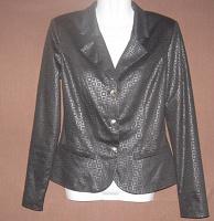Отдается в дар Пиджак женский чёрный приталенный. 42 размер