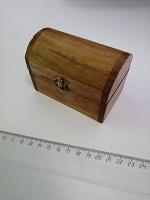 Отдается в дар Всяка. Сундучок деревянный, банты для украшения, отбеливатель для зубов.