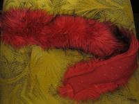 Отдается в дар мех от воротника красно-розовый