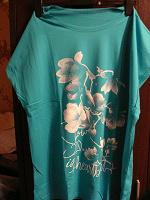 Отдается в дар Женская футболка с принтом