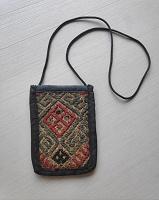Отдается в дар Сумочка для телефона тканая с народными узорами