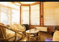 Отдается в дар Мебель из ротанга — два круглых кресла, двухместный диван, журнальный столик, этажерка