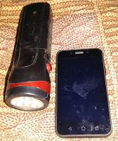 Отдается в дар Телефон и фонарик на детали