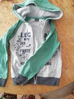 Отдается в дар Кофты и демисезонная курточка для мальчика