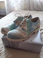 Отдается в дар туфли на шнурках
