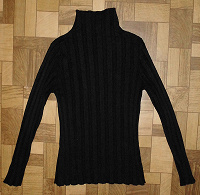 Отдается в дар Гольфик, тонкий свитерок