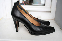 Отдается в дар Туфли черные 39-40 размер