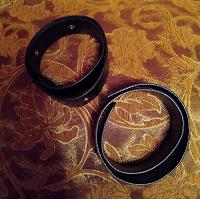 Отдается в дар Рукодельницам — два ремня с люверсами и без