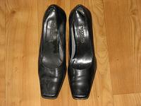 Отдается в дар Туфли женские 38 размера