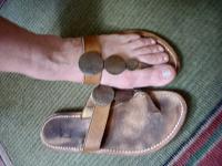 Отдается в дар Летние сандалии жен, р 39, натур кожа