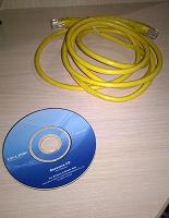 Отдается в дар Провод и диск от роутера.