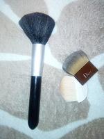 Отдается в дар Кисти для макияжа и тональный крем