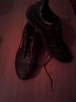 Отдается в дар кроссовки женские в хорошем состоянии, требуются шнурки и стельки размер 38