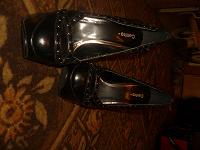 Отдается в дар Лакированные чёрные туфли