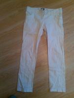 Отдается в дар Штаны белые типа джинсы резинки (тянутся плохо) размер М