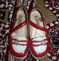Отдается в дар нарядные детские туфли