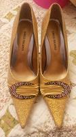 Отдается в дар Туфли женские, золотые,37 размер