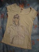 Отдается в дар футболка с девушкой
