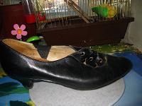 Отдается в дар полу туфли-полу ботиночки)))размер скорее 37