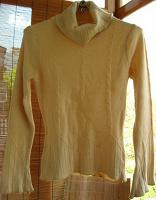 Отдается в дар свитер С М, кофточка С