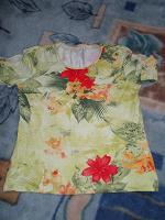 Отдается в дар Цветные футболочка и блузочка...48 размер