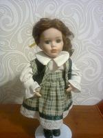 Отдается в дар Кукла фарфор.