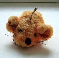 Отдается в дар плюшевая мышка, подвеска