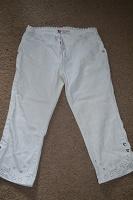 Отдается в дар Бриджи белоснежно-белые, джинсовые