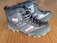 Отдается в дар Зимние кроссовки 39 размер