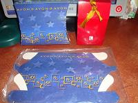 Отдается в дар Картонный голубой подарочный пакетик AVON