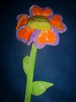 Отдается в дар Цветок игрушечный — весёлый.