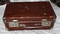 Отдается в дар маленький чемодан из 50-х годов
