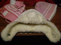 Отдается в дар Шапочки для ребенка, плащик или куртка, джинсики
