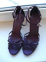 Отдается в дар Фиолетовые сатиновые босоножки