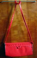 Отдается в дар Красная вечерняя сумочка