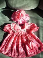 Отдается в дар Детское платье и чепчики