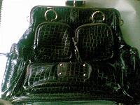 Отдается в дар Большая лаковая сумка