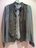 Отдается в дар кофточка-пиджак 44-46р. Вроде как даже милитари, мне про Вавилон-5 напоминает