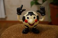 Отдается в дар Болельщикам футбола — мяч с руками и ногами)))