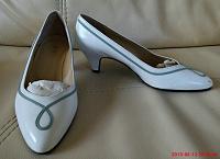 Отдается в дар Туфли женские, можно сказать ретро