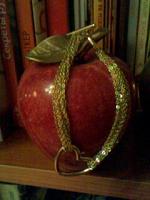 Отдается в дар Золотистый браслет с сердечком