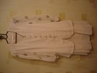 Отдается в дар белый женский костюм.