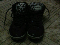 Отдается в дар 2 пары обуви кожзам 37 размер