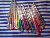 Отдается в дар 23 гелевые цветные ручки